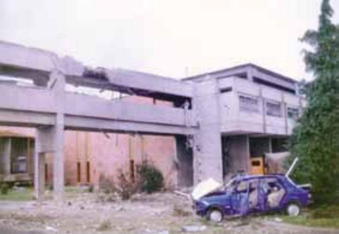 Uništena zgrada Pomoćnog pogona Elektroslavonije na Zelenom polju u Osijeku